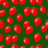 Jaskrawe czerwone truskawki na zielonym tle Zdjęcia Stock