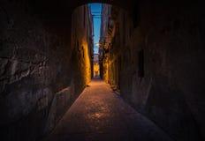 Jaskrawe i ciemne aleje Valletta Ścieżka zaświecać Malta zdjęcia royalty free