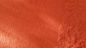 Jaskrawego pomarańczowego koloru szorstki nierówny nawierzchniowy zbliżenie w świetle słonecznym zdjęcie royalty free
