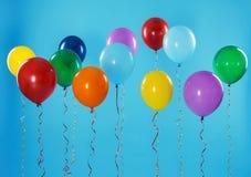Jaskrawi balony na koloru tle fotografia stock