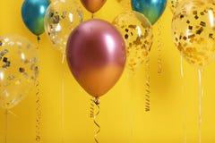 Jaskrawi balony z faborkami zdjęcia royalty free