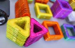 Jaskrawi geometryczni kształty na magnesowej bazie Te postacie projektant może gromadzić różnorodnych modelów Doskonalić d obrazy stock