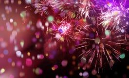 Jaskrawi iskrzaści multicolor confetti i fajerwerki Zdjęcia Stock