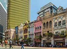 Jaskrawi kolonialni budynki w Kuala Lumpur centrum Zdjęcie Stock