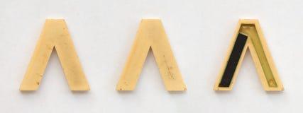 Jaskrawi plastikowi cyrillic listy z magnesem na białym papierze zdjęcie royalty free