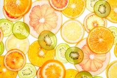 Jaskrawi słodcy cytrusów plasterki na bielu Zdjęcia Royalty Free