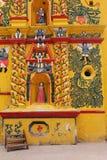 Jaskrawy Żółty kościół w San Andres Xecul, Gwatemala zdjęcie royalty free