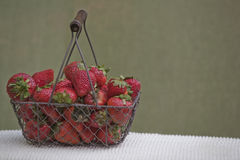 jaskrawy świeże czerwone truskawki Fotografia Royalty Free