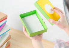 Jaskrawy barwiący pudełka dla prezentów Fotografia Stock