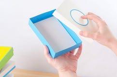 Jaskrawy barwiący pudełka dla prezentów Zdjęcia Royalty Free