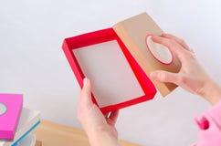 Jaskrawy barwiący pudełka dla prezentów Zdjęcia Stock