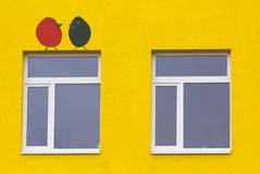 Jaskrawy barwiony nowożytny jawnego budynku dzieciniec obrazy royalty free