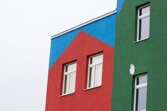 Jaskrawy barwiony nowożytny jawnego budynku dzieciniec obraz stock