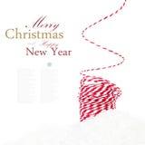 Jaskrawy Bożenarodzeniowy skład z tasiemkowymi dekoracjami i śniegiem jest Fotografia Stock