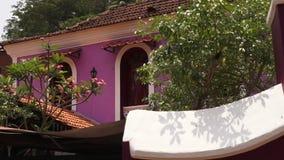 Jaskrawy coloured budynek w wiejskim India zdjęcie wideo