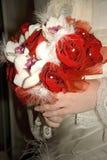 Jaskrawy czerwieni i bielu ślubny bukiet Fotografia Royalty Free