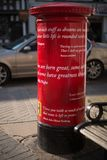 Jaskrawy czerwony Angielski filaru pudełko zakrywający w Szekspir wycena Zdjęcia Royalty Free