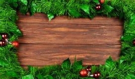 Jaskrawy drewniany świąteczny tło z gałąź boże narodzenia tr Obrazy Royalty Free