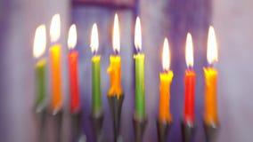 Jaskrawy jarzyć się Hanukkah menorah miękkiej ostrości selekcyjną miękką ostrość