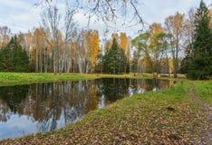 Jaskrawy jesieni wody krajobraz Zdjęcie Stock