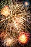 jaskrawy kolorowy fajerwerków nocne niebo Zdjęcia Royalty Free
