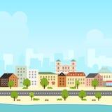 Jaskrawy lato pejzaż miejski z niebieskim niebem Zdjęcia Royalty Free