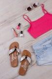 Jaskrawy lato strój dla młodej dziewczyny fotografia stock