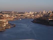 Jaskrawy lekki widok nad Porto i Douro rzeką Zdjęcie Royalty Free