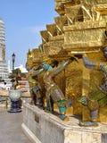 Jaskrawy malować ikonowe postacie - Royal Palace Tajlandia obrazy stock