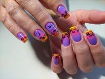 Jaskrawy manicure'u projekt z pięknym wzorem Obrazy Stock