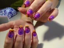Jaskrawy manicure'u projekt z pięknym wzorem Zdjęcia Royalty Free