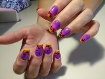 Jaskrawy manicure'u projekt z pięknym wzorem Zdjęcia Stock