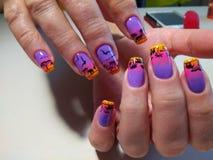 Jaskrawy manicure'u projekt z pięknym wzorem Obraz Stock