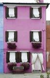 Jaskrawy menchia koloru dom w Wenecja Zdjęcia Royalty Free
