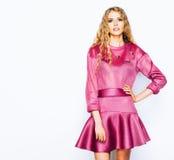 Jaskrawy modny pracowniany moda wizerunek seksowny model, jest ubranym neonowego jaskrawego koloru strój Moda i styl Zdjęcia Stock