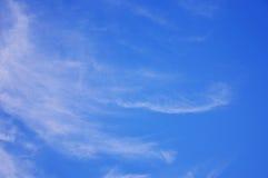 Jaskrawy niebo z chmurą Zdjęcia Royalty Free