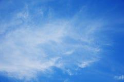 Jaskrawy niebo z chmurą Zdjęcie Royalty Free