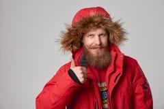 Jaskrawy obrazek przystojny mężczyzna w zimy kurtce Obrazy Royalty Free