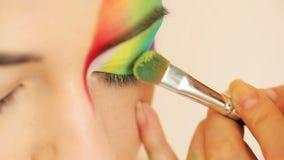 Jaskrawy oko makijażu zbliżenie zbiory wideo
