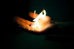 jaskrawy płomień w ręce Obraz Stock