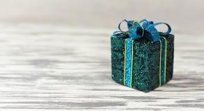 Jaskrawy prezenta pudełko z łękiem Fotografia Stock