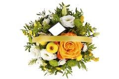 Jaskrawy przygotowania kwiaty w koszu, odosobniony tło Obrazy Stock