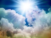 Jaskrawy słońce w niebie Obrazy Stock
