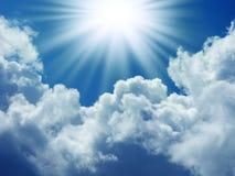 Jaskrawy słońce w niebieskim niebie Obraz Stock