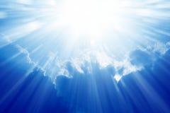 Jaskrawy słońce, niebieskie niebo Fotografia Stock