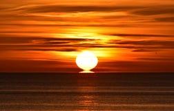 Jaskrawy wschód słońca nad morzem bałtyckim w Gdynia, Poland Fotografia Royalty Free
