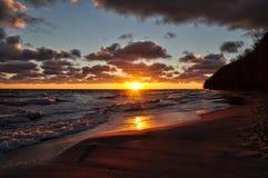 Jaskrawy wschód słońca nad morzem bałtyckim w Gdynia, Poland Zdjęcia Stock