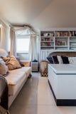 Jaskrawy żywy pokój w baroku domu Zdjęcia Royalty Free