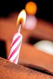Jaskrawy zaświecająca samotna świeczka Fotografia Royalty Free