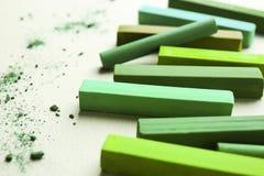 Jaskrawy - zielona kreda obrazy stock